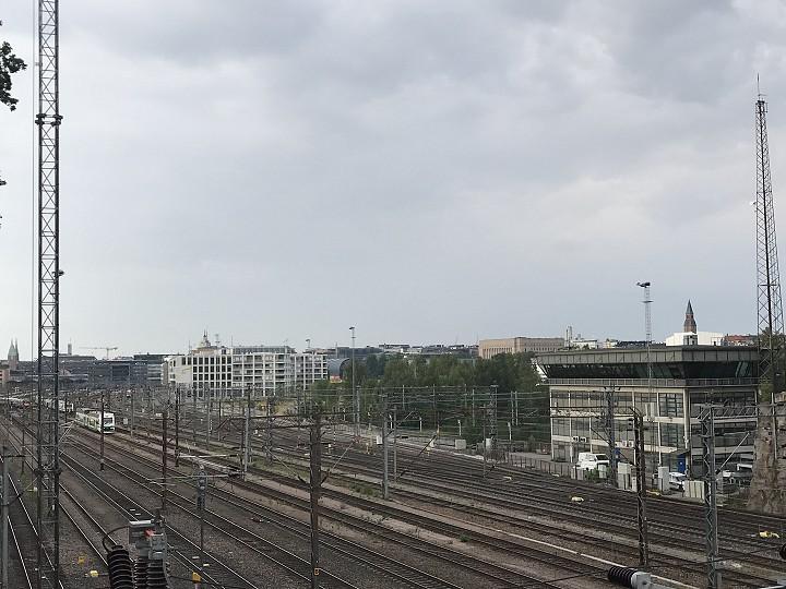 Sadepilviä nousemassa mereltä Helsinkiin