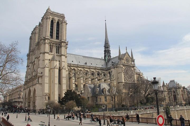 Notre Damen katedraali Pariisissa keväällä 2015.
