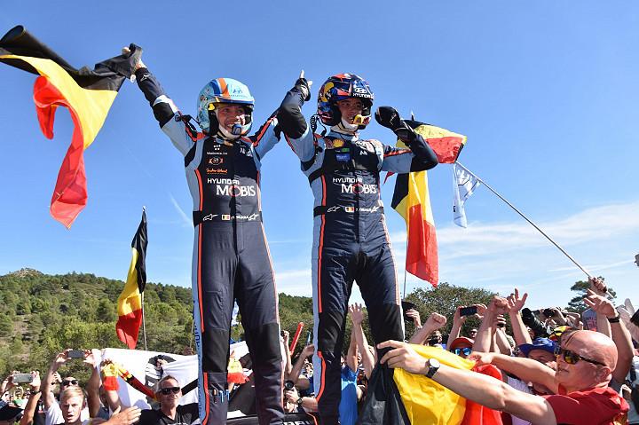 Thierry Neville (oik,)ja Nicolas Gilsou (vas.) voittajina omassa sarjassaan ja luokassan.