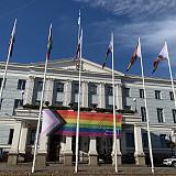 Onko ns. progressiivinen pride-lippu oikeasti inklusiivisempi kuin perinteinen kuusiraitainen?