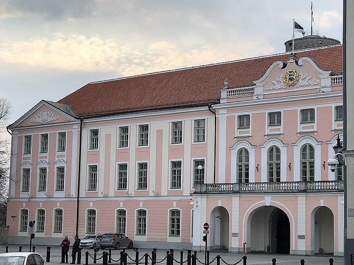 Viron parlamentti eli riigikogu kokoontuu Toompean linnassa.