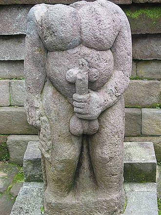 Patsas Sukuha-temppelissa Javan saarella